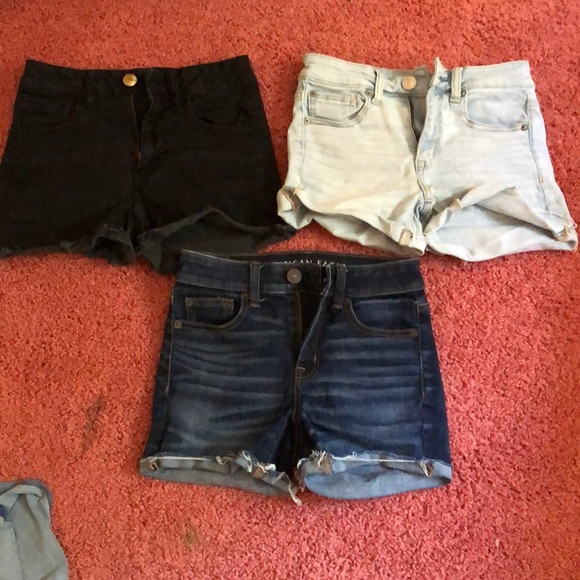 3 pairs of quality American Eagle shorts